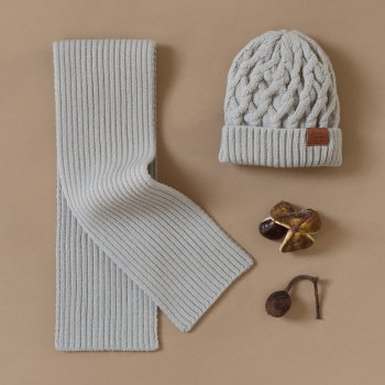 Volume knitting merino wool hat Grey