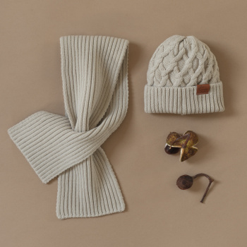 Volume knitting merino wool hat Creamy