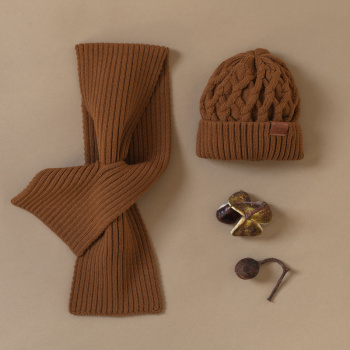 Volume knitting merino wool hat Ochre